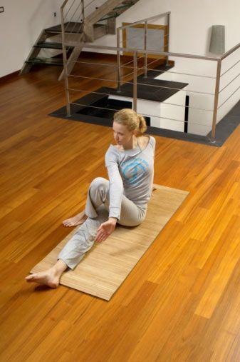 3. Egzersiz  Eğer olgunluk çağına gelinceye kadar vücut egzersizi yapmadıysanız, artık geç kaldığınıza kendinizi inandırmayın. Tam aksine, bugünden tezi yok, egzersizlere başlamalısınız. Kaslarınız ensülin alıcılarıyla yüklüdür. Ne kadar çok kas kütleniz olursa, egzersizler sayesinde düzenli bir şekilde ısı açığa çıkarırsınız ve karbonhidratlarla yağları yakmanız kolaylaşır. Kalbinizi ve kemiklerinizi de korursunuz. Menopoz döneminde düzenli vücut egzersizi yapmak çok önemlidir.